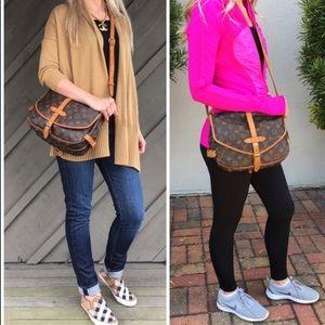 🌟CLASSIC🌟Louis Vuitton Saumur 30 Crossbody Bag